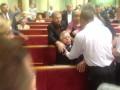 В Раде избили Симоненко и вытолкали из зала (видео)