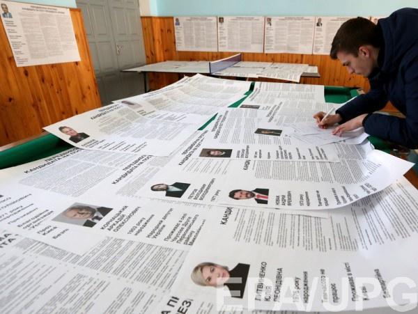 Украинцы, которые постоянно живут за границей или планируют в день выборов уехать из страны, также могут проголосовать