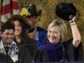 Хиллари Клинтон надела ушанку с серпом и молотом на выпускной Йельского университета