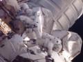NASA показало внеплановый выход астронавтов МКС в открытый космос