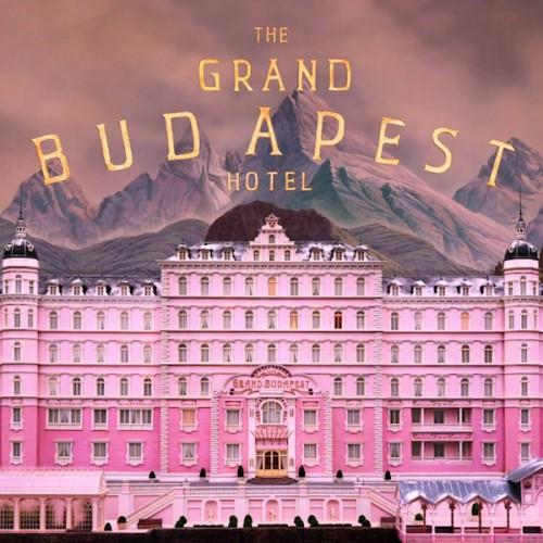 Часть съемок внутри отеля происходила в универмаге в городе Герлиц в Саксонии.