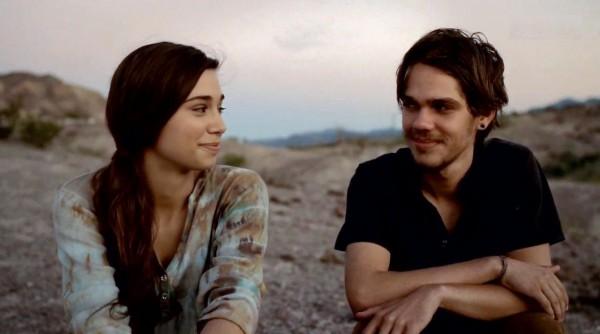 Последняя сцена фильма, где Мейсон сидит со своей новой подругой Николь в парке Биг Бенд Ранч.