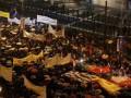 Греческий парламент обсуждает кризисный бюджет на фоне протестов