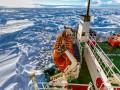 Эвакуация пассажиров с застрявшего во льдах российского судна Академик Шокальский снова откладывается
