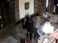 СБУ выдворила поляка, который сжег герб Украины в камине