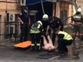 В Киеве голый мужчина спрыгнул с балкона, а в квартире нашли труп