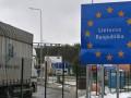 В Литве задержали российский тягач с 14 нелегалами