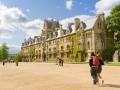 Докатились: выпускники Оксфорда прозябают в официантах