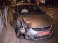 В Киеве на Воскресенке столкнулись три авто, пострадала девушка