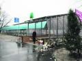 Новую станцию метро в Киеве превращают в мусорник
