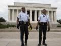 Госслужащим в США обещают компенсировать заработки