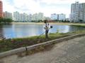 Коммунальщики почистили столичное заброшенное озеро