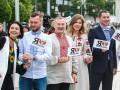 Софийскую и Михайловскую площади киевляне объединили живой цепью