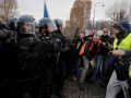 Полиция Парижа применила силу против протестующих