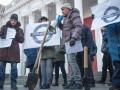 Одесситы с лопатами устроили акцию протеста под мэрией
