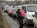 Взятки в гривнах и бесконечные очереди: как пересекают линию разграничения на Донбассе