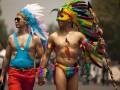 Фото недели: геи в перьях и ментовский произвол