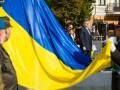 Украинский флаг стал символом мужества сил АТО - Порошенко