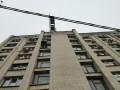 В Кропивницком строитель упал с крыши 9-этажки и остался жив