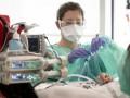 Зеленский потребовал научить медиков пользоваться аппаратами ИВЛ