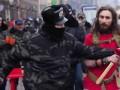 Активисты выгнали с Евромайдана молодого человека с красным флагом