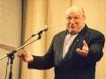Михаил Жванецкий заявил, что стареть надо дома, и ушел со сцены