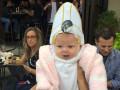 Сеть взорвало видео реакции Папы Римского на ребенка в мини-копии шляпы понтифика