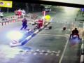 В Киеве вандал разбил шлагбаум и светофор