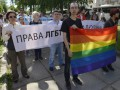 В Киеве под посольством России 20 человек провели митинг в защиту сексменьшинств