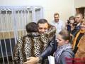 Суд освободил активиста, порвавшего в 2014 году портрет Порошенко