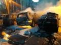 Большой пожар на Троещине: три машины сгорели дотла