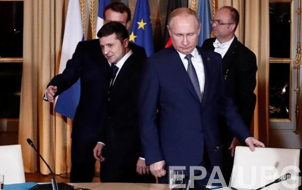 Владимир Зеленский и Владимир Путин на саммите в Париже