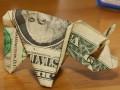 Водитель заплатил штраф долларовыми оригами в форме свиней (ВИДЕО)