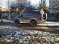 В Черновцах джип въехал в остановку: пострадали три пешехода