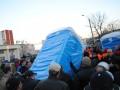В Киеве швыряли биотуалетами: На Борщаговке отстаивали сквер (ФОТО)