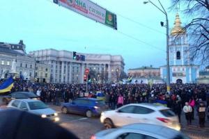 В Киеве десятки автомобилистов заблокировали центр в знак протеста против разгона Евромайдана