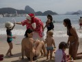 В Рио-де-Жанейро отметили с Санта-Клаусом первый день лета