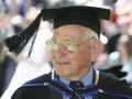 97-летний австралиец стал самым пожилым в мире выпускником вуза