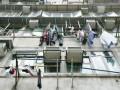 В Китае поймали ребенка, выпавшего с пятого этажа