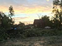 Мощный торнадо разрушил дома в столице Канады