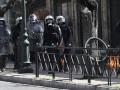 В Афинах студенты забросали полицию коктейлями Молотова