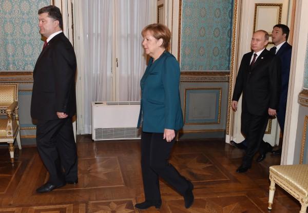 Порошенко, Путин, Меркель и Олланд говорили о созыве Контактной группы