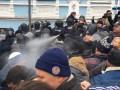 Потасовки вокруг автомобиля с Саакашвили: полиция применила газ, есть пострадавшие