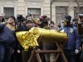 Билет в Липецк и конфета: националисты пришли к Порошенко