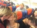 Для скандального российского депутата устроили антигомофобную акцию в самолете