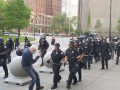 Пожилому мужчине в США полиция разбила голову. 18+