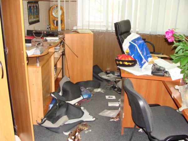Несколько десятков неизвестных устроили погромы в Першотравенске