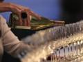Шампанского в Украине перед Новым годом стали выпускать на 15,3% меньше