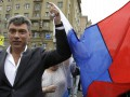 Место смерти Немцова: Москвичи сносят цветы, свечи и фотографии