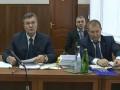 Янукович на заседании суда показал украинский паспорт